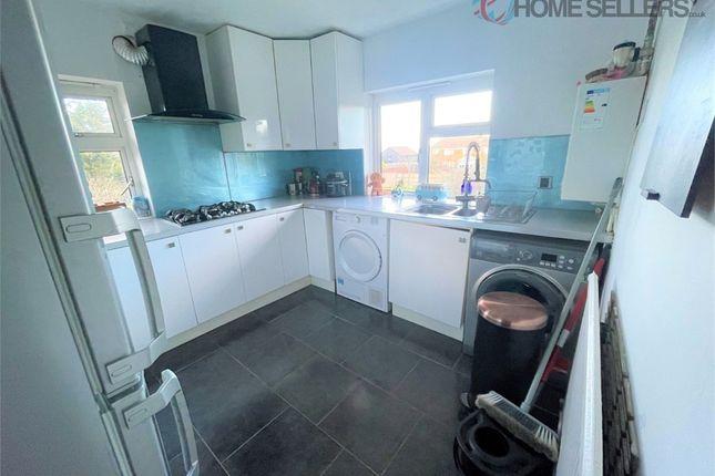 2 bed flat for sale in Bush Close, Toddington, Dunstable, Bedfordshire LU5