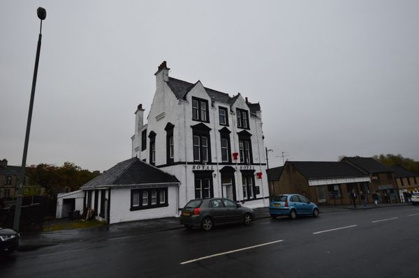 Thumbnail Hotel/guest house for sale in High Street, Bonnybridge, Stirlingshire