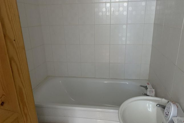 Bathroom (2) of Clanna Road, Alvington, Lydney GL15