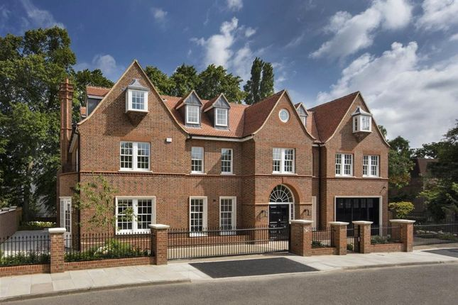 Thumbnail Terraced house to rent in Canons Close, London