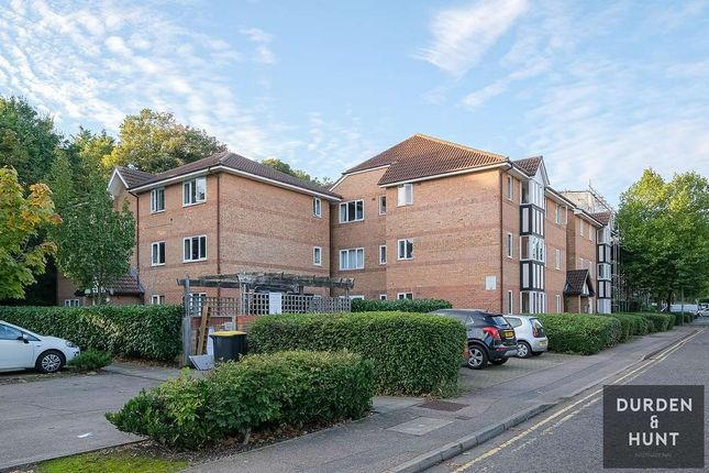 1 bed flat for sale in Woodland Grove, Epping CM16
