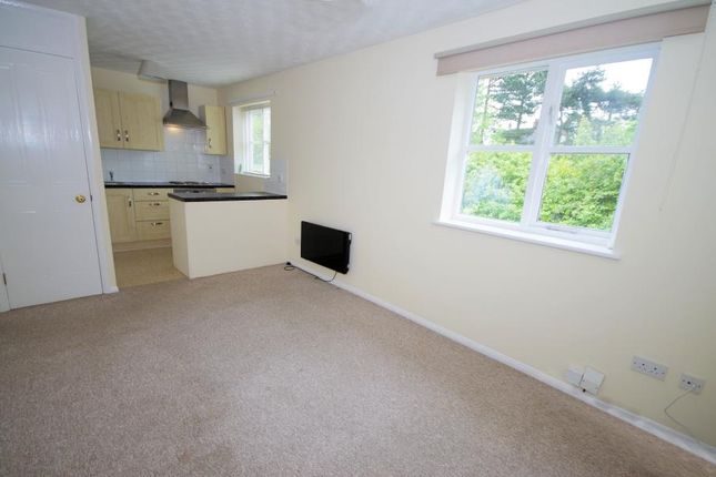1 bed flat to rent in Chagny Close, Letchworth, Herts SG6