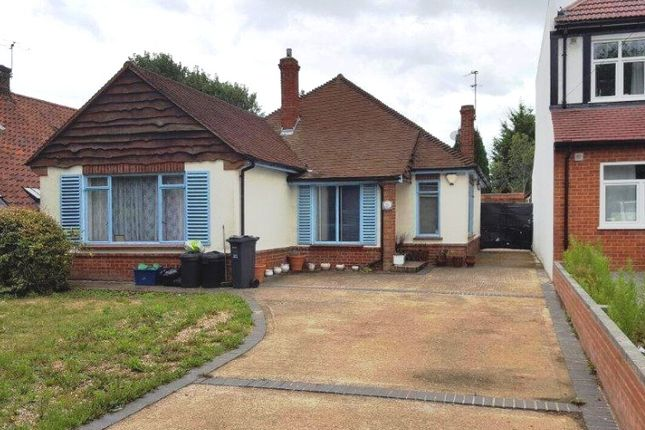 Thumbnail Bungalow to rent in Jersey Road, Isleworth