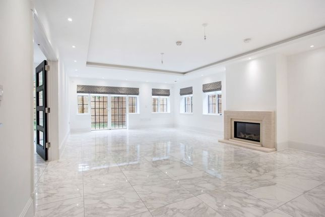Thumbnail Property to rent in Chandos Way, Hampstead Garden Suburb