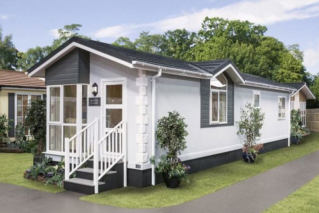 Thumbnail Mobile/park home for sale in Whipsnade Park Homes, Whipsnade, Dunstable