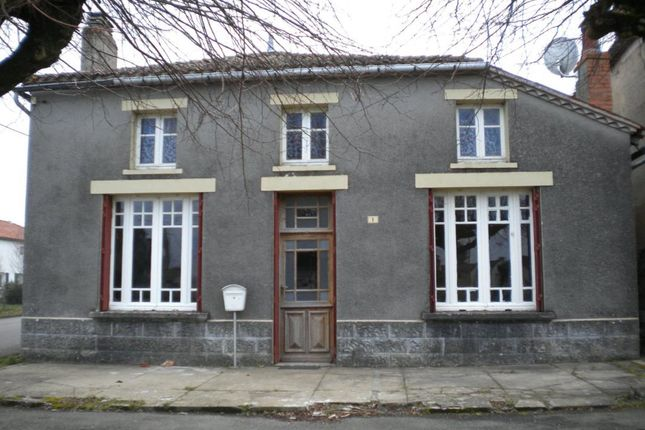 1 bed property for sale in Poitou-Charentes, Charente, Abzac