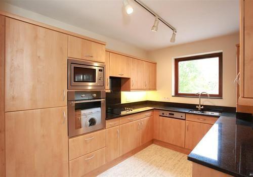 Thumbnail Flat to rent in Ray Park Road, Maidenhead, Berkshire