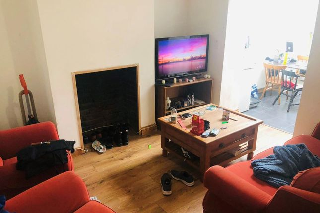 Thumbnail Flat to rent in System Street, Roath, Cardiff
