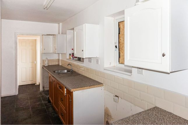 Kitchen of Princess Avenue, Staiforth, Doncaster DN7