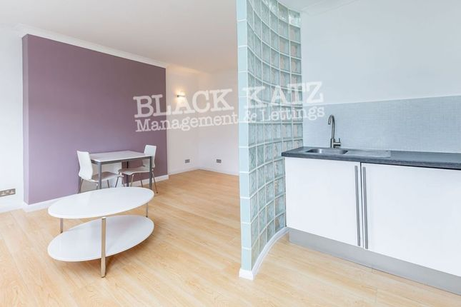 Thumbnail Flat to rent in Hereford Road, London