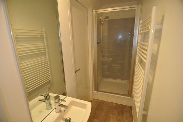 Bathroom of Lilycroft Road, Bradford BD9