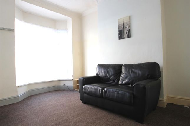 Lounge of Glencoe Villas, New Bridge Road, Hull HU9