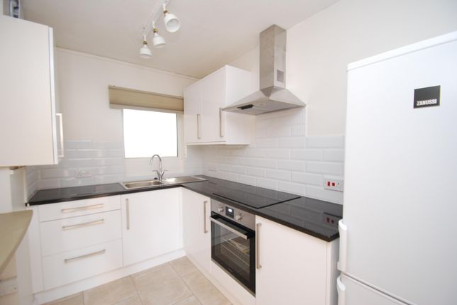 Thumbnail Flat to rent in Lampards Buildings, Bath