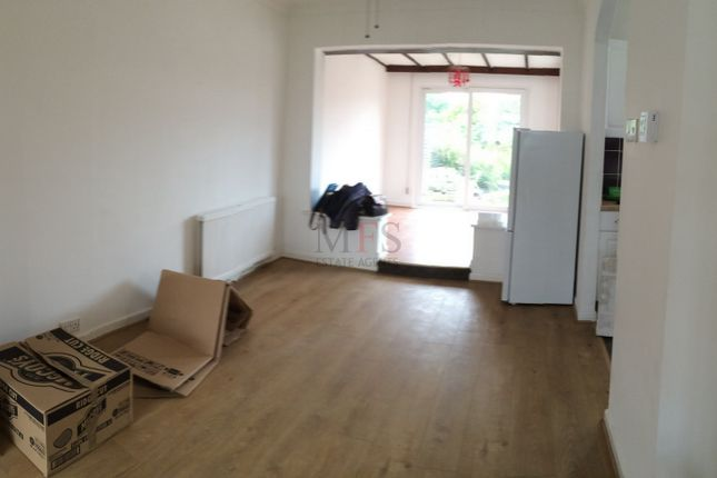 Terraced house to rent in Crowland Ave, Hayes