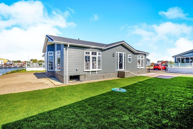 Thumbnail Bungalow for sale in Peninsula Crescent, Hoo, Rochester