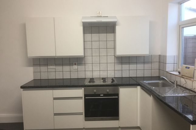 2 bed terraced house to rent in Reginald Road, Portsmouth