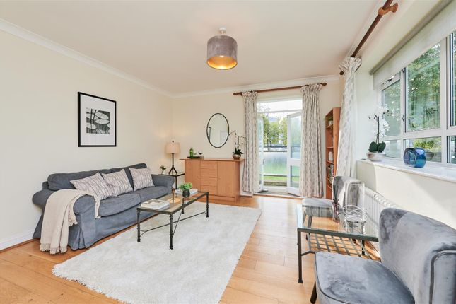 3 bed flat for sale in Churchill Gardens, London SW1V