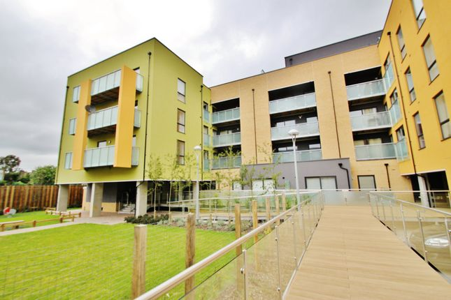 Thumbnail Flat to rent in Chigwell Road, London