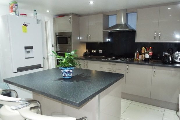 Thumbnail Property to rent in Ellesmere Road, London