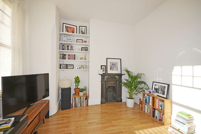 Thumbnail Flat to rent in Montague Road, Crouch End, London