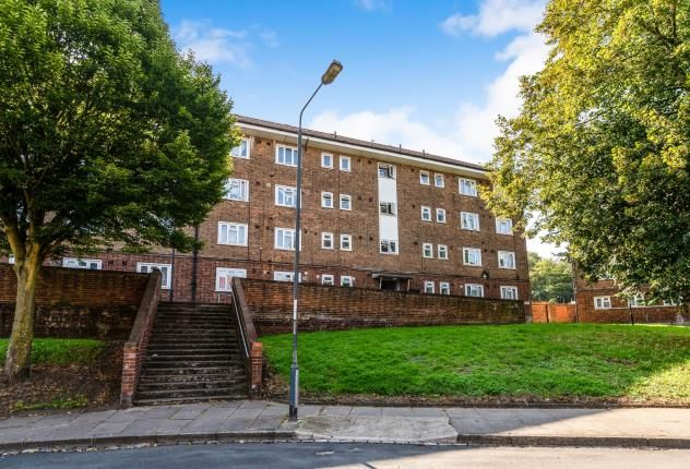 Thumbnail Flat for sale in Bostall Lane, London