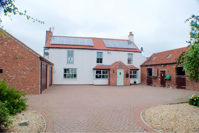 Thumbnail Detached house for sale in Fillingham Road, Gainsborough