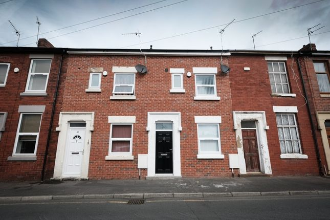 Thumbnail Terraced house to rent in Crown Street, Preston, Lancashire