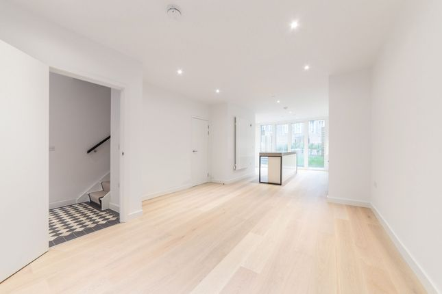 Thumbnail Terraced house to rent in Starboard Way, Maritime Building, Royal Wharf, London