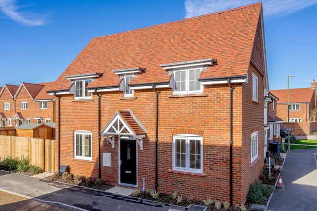 2 bedroom semi-detached house for sale in Oak Tree Close, Odiham, Hook, Hampshire