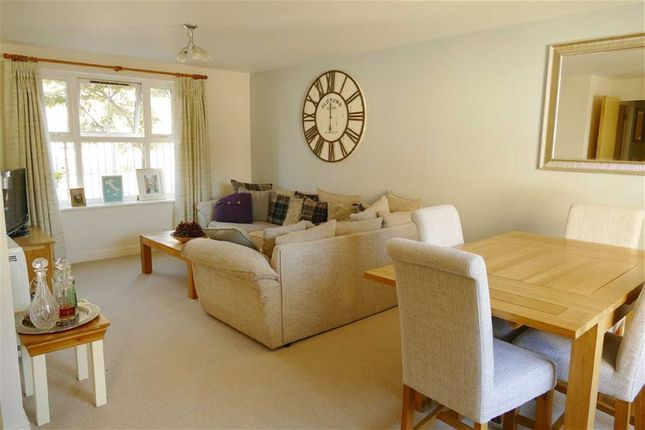 Thumbnail Flat for sale in Kingfisher Court, Calne, Calne