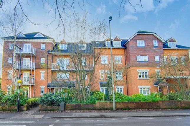 Flat to rent in Heathside Road, Woking
