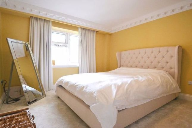 Property to rent in Three Rooms, Mortlake High Street