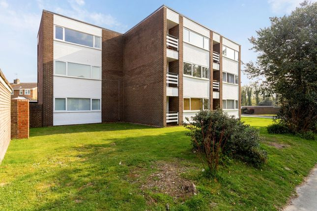 Flat to rent in Chequers Court, Horsham