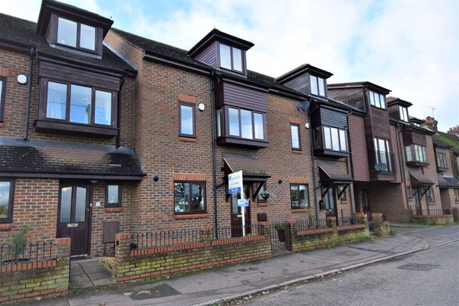 Thumbnail Terraced house to rent in Luton Road, Toddington, Dunstable