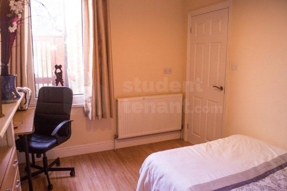 Thumbnail Detached house to rent in Crown Street, Gillingham, Medway