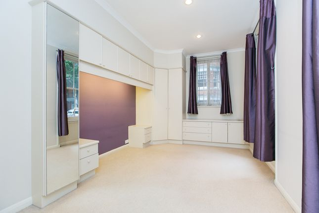 2 bed flat to rent in Cheniston Gardens, London