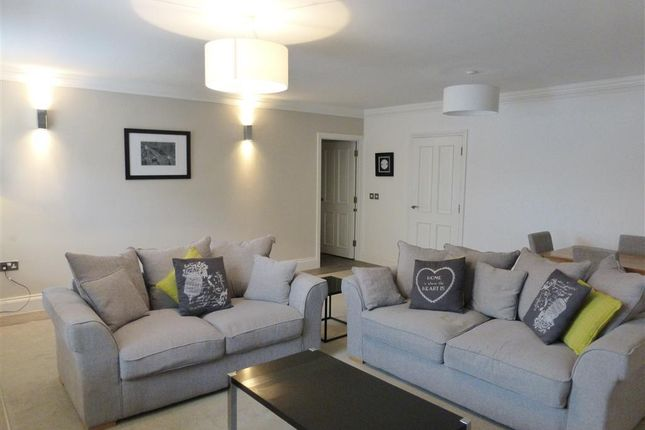 Thumbnail Penthouse to rent in Thorpe Road, Longthorpe, Peterborough
