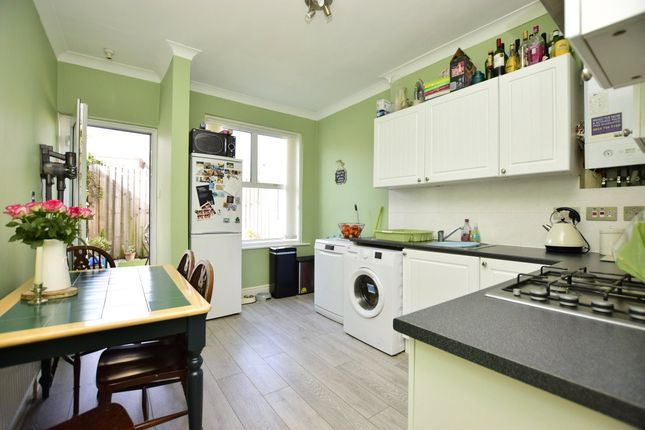 Picture No. 14 of King Offa Way, Bexhill-On-Sea, East Sussex TN40