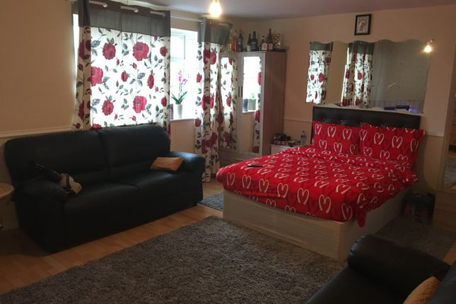 Thumbnail Flat to rent in Uxbridge Road, Hayes