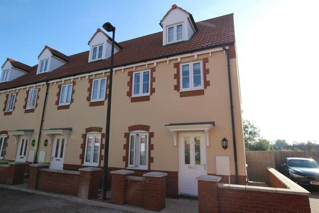 Thumbnail Property to rent in Foxglove Close, Stoke Gifford, Bristol