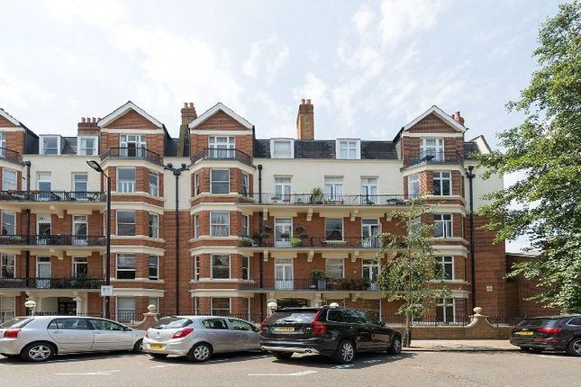 3 bed flat to rent in Wymering Road, London