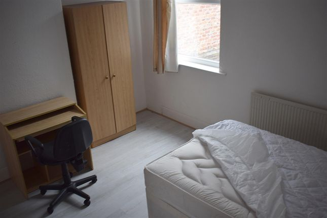 Thumbnail Property to rent in Cawdor Road, Fallowfield, Manchester