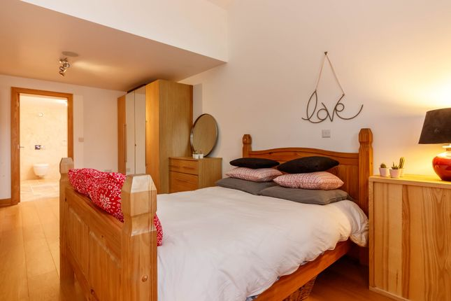 Guest Bedroom of Toy Cottage, Maingate, Hepworth HD9