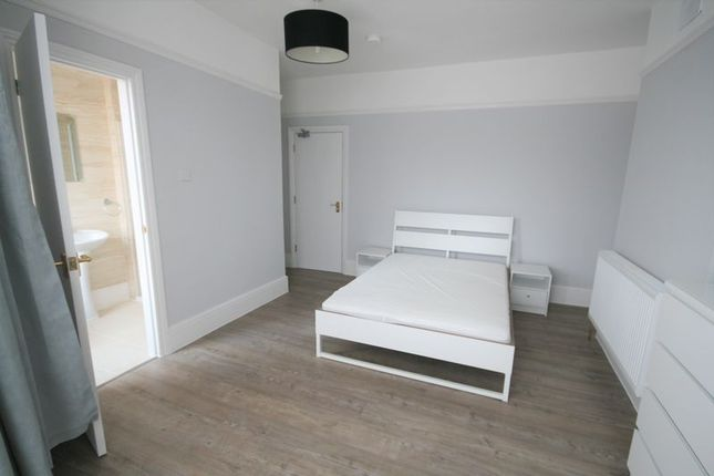 Thumbnail Room to rent in Kingswood Road, Seven Kings, Ilford