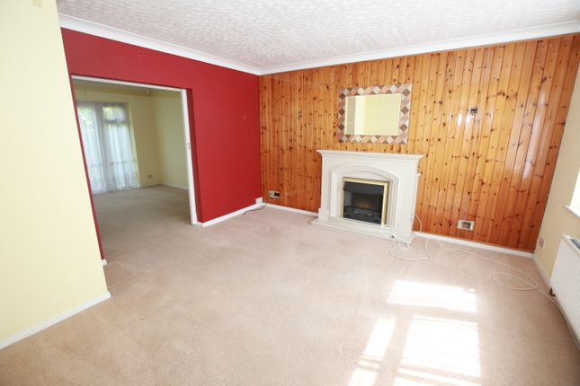 3 bed semi-detached house to rent in Godfrey Avenue, Northolt