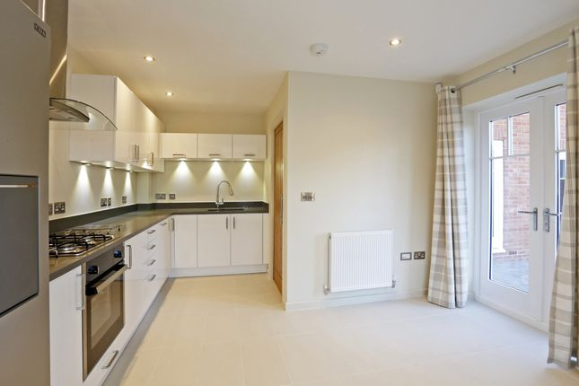 Thumbnail Terraced house to rent in Town Lane, Marlow