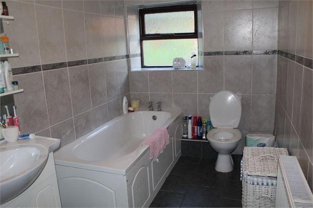 Family Bathroom of Llewellyn Street, Pentre CF41
