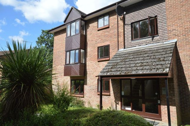 1 bed flat to rent in Puttocks Close, Haslemere GU27