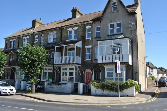 Thumbnail Flat to rent in Marlborough Road, Gillingham