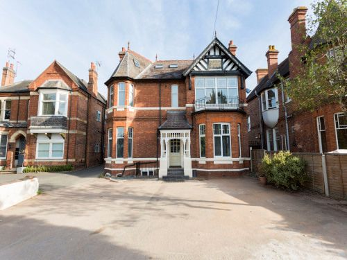 Room to rent in Room 9, Westgrove House, Leamington Spa CV32